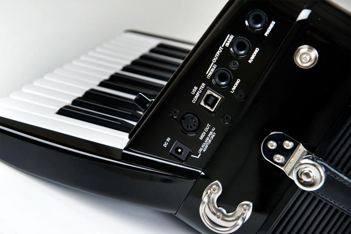FR-1-X V-Akkordeon schwarz