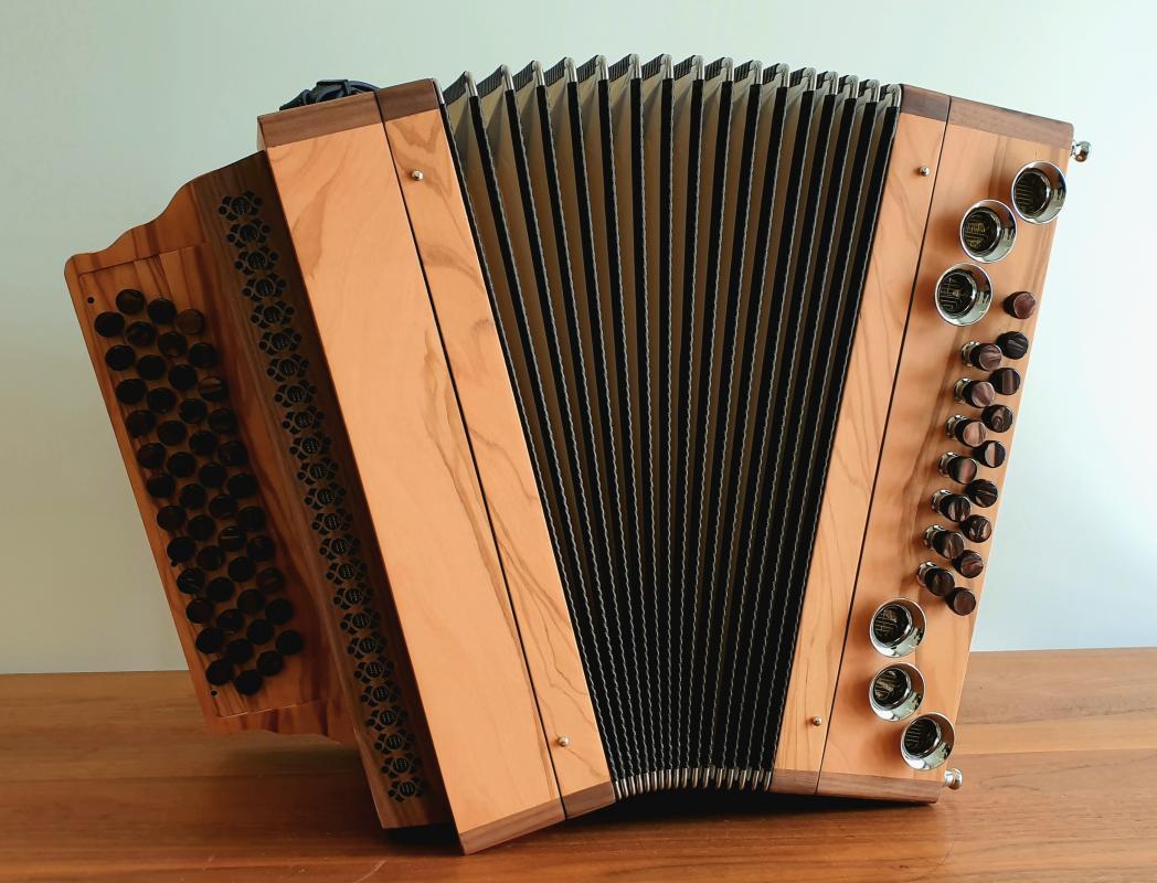 Harmonika Olive 4