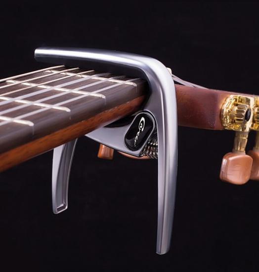 K8 Classic Capo-Westerngitarre